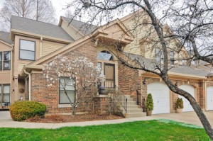 Townhouse for sale in Buffalo Grove, IL