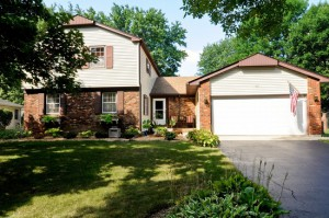 Homes for Sale in the Strathmore Subdivision in Buffalo Grove, IL